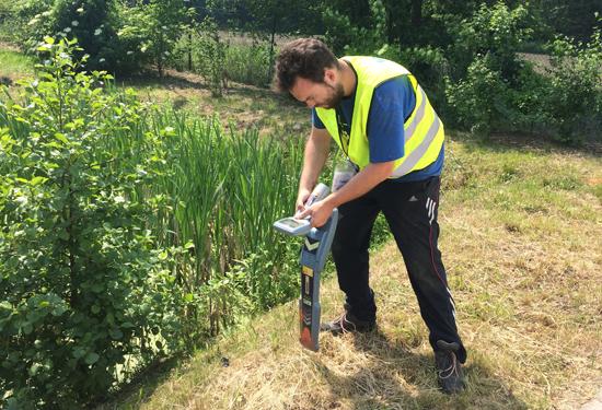 Opzoeking van kabels en leidingen met radiodetectie